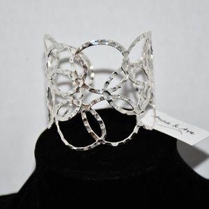 8a2ca073ffa Anna & Ava Textured Interlocking Circle Cuff Brace